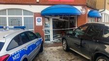 Zamiast hamulca nacisnęła gaz, wjechała do budynku poczty